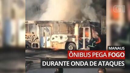 Ônibus pega fogo no bairro Parque das Nações durante onda de ataques em Manaus