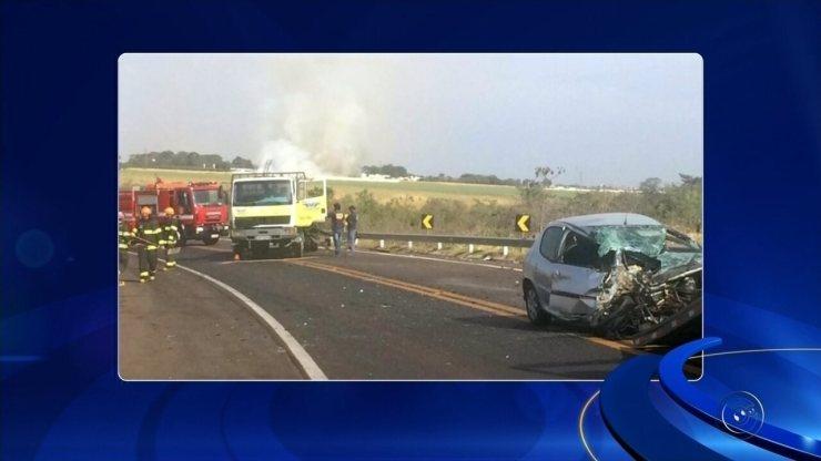 Batida entre carro e caminhão deixa motorista ferida em Birigui