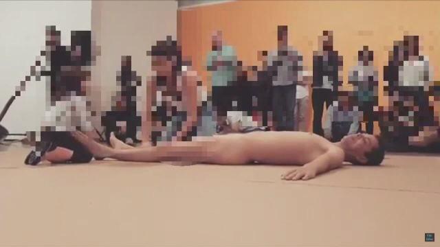 Vídeo com criança durante performance no MAM sofre fortes críticas dos internautas
