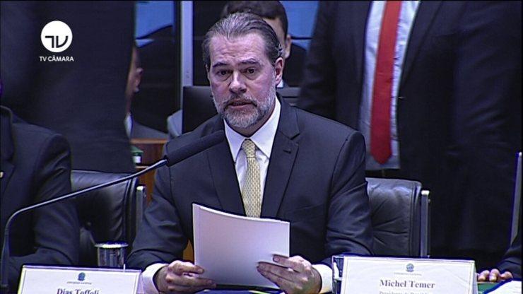 Dias Toffoli discursa em sessão solene no Congresso