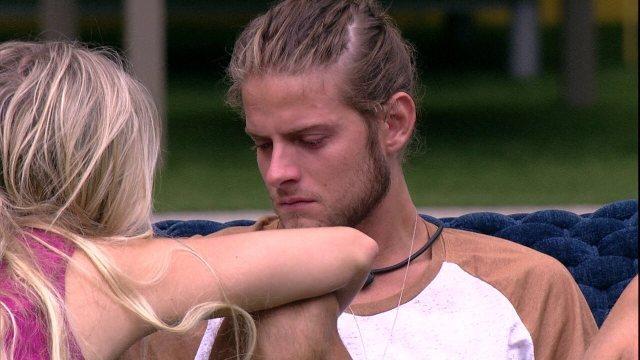 Daniel chora e diz a Marcela: 'Me machucou muito'
