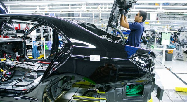 mercedes-benz_clases_fabrica_bloomberg.jpg