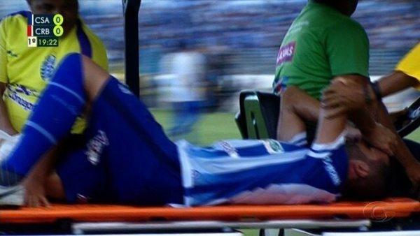 Machucou! Ronaldo Alves sente joelho direito e é substituído, aos 18 do 1T