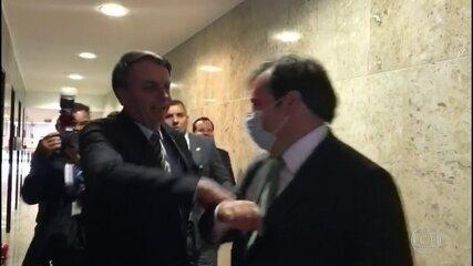Bolsonaro ataca medidas de isolamento adotadas por governadores e prefeitos