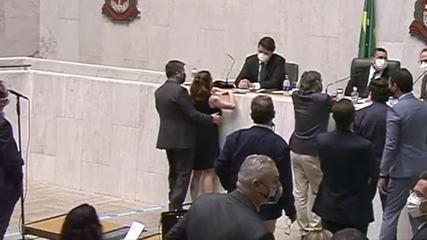 Caso Isa Penna: Conselho de Ética aprova suspensão não remunerada por 4  meses de deputado que passou a mão em colega; caso vai ao plenário   São  Paulo   G1