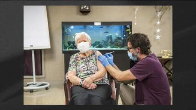 Senhora de 90 anos é a 1ª primeira vacinada contra a Covid-19 da Suíça