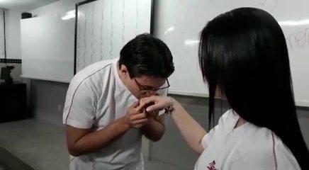 Jovem faz surpresa para pedir namorada em casamento em Cuiabá