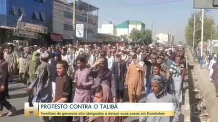 Thousands of Afghans protest Taliban in Kandahar