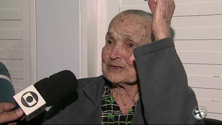 Resultado de imagem para Idosa de 111 anos volta a enxergar bem após 15 anos