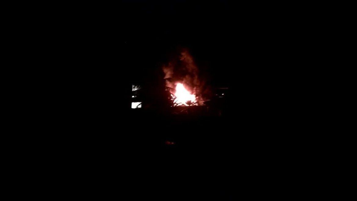 Moradores registram momento do incêndio no Ninho do Urubu, Rio de Janeiro