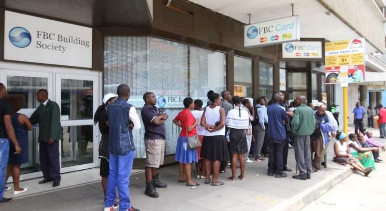 colas-zimbabue-dinero.jpg
