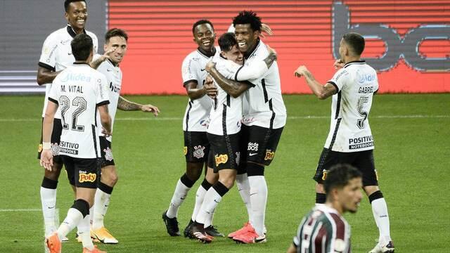 9176567 Corinthians goleia o Fluminense e encosta na briga por vaga na Libertadores