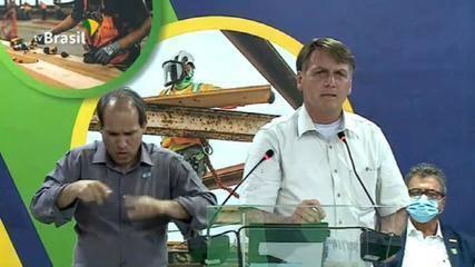 'Alguns falam que eu estou dando um péssimo exemplo', afirma Bolsonaro sobre vacina