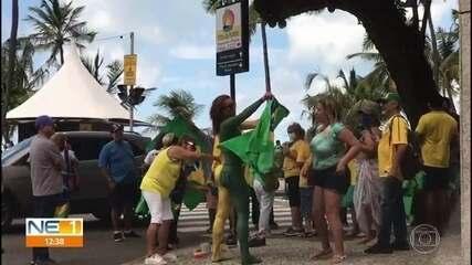 Apoiadores de Bolsonaro fazem protesto no Recife e em Olinda