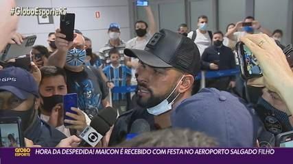 Maicon is greeted with a party at Salgado Filho airport before leaving Grêmio