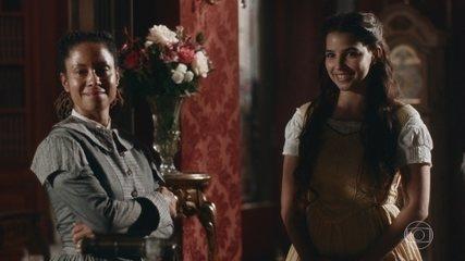 Pilar is jealous of the friendship between Samuel and Luísa