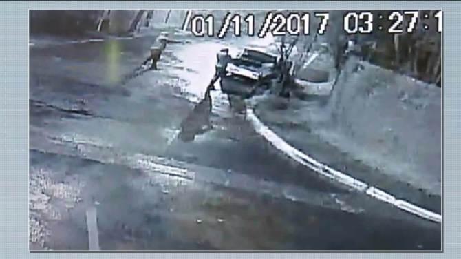 Vídeo mostra bandidos atirando e colocando fogo em carro no Morumbi