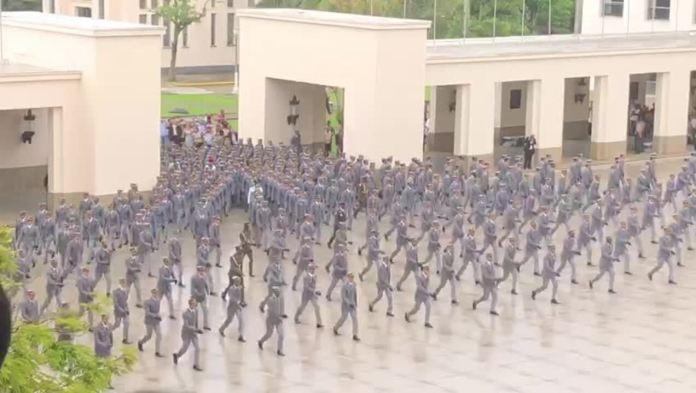 Jair Bolsonaro participou neste sábado (1º) de solenidade de formatura de cadetes