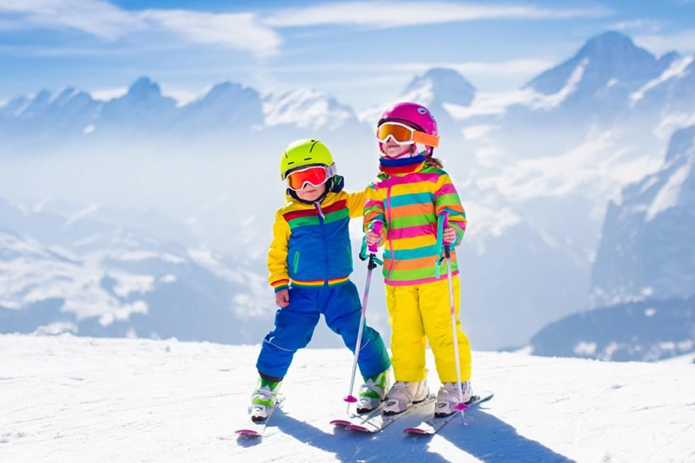 https://i1.wp.com/s1.1zoom.me/big0/635/Winter_Skiing_Snow_Two_Boys_Little_girls_Helmet_540952_1280x853.jpg?resize=981%2C654&ssl=1