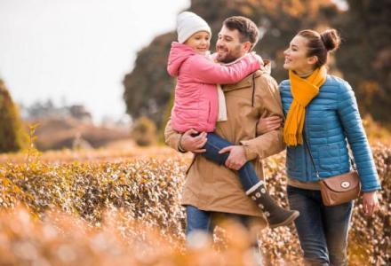 depositphotos_129210748-stock-photo-happy-family-walking-in-park_1626530800 كيف يمكن أن نحقق السعادة في حياتنا؟ المزيد
