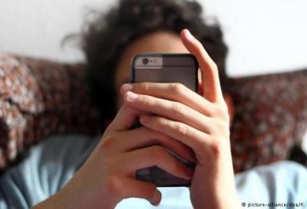 18781386_303_991026962 مخاطر الهواتف الذكية على العين المزيد