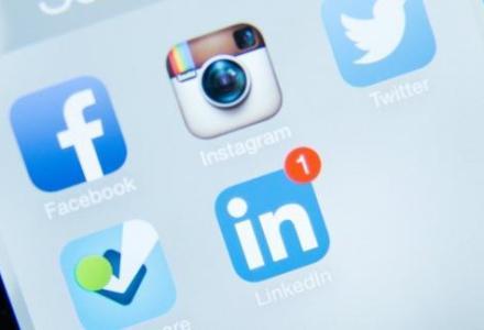1019170508_261844846 خبر  طريف  من أوغندا  : الحكومة  تفرض ضرائب على  واتسآب و فيسبوك  و تويتر لأنها تشجع القيل و القال Actualités