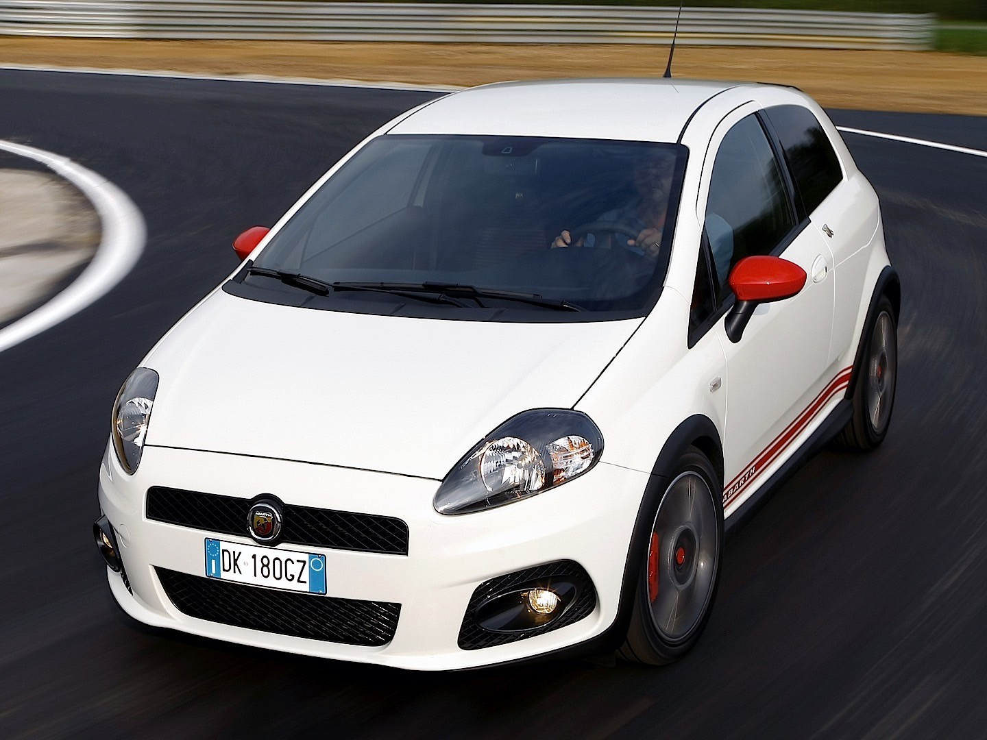 The return of the unmistakable abarth roadster, born in collaboration with the racing team experience. FIAT Grande Punto Abarth specs & photos - 2007, 2008, 2009