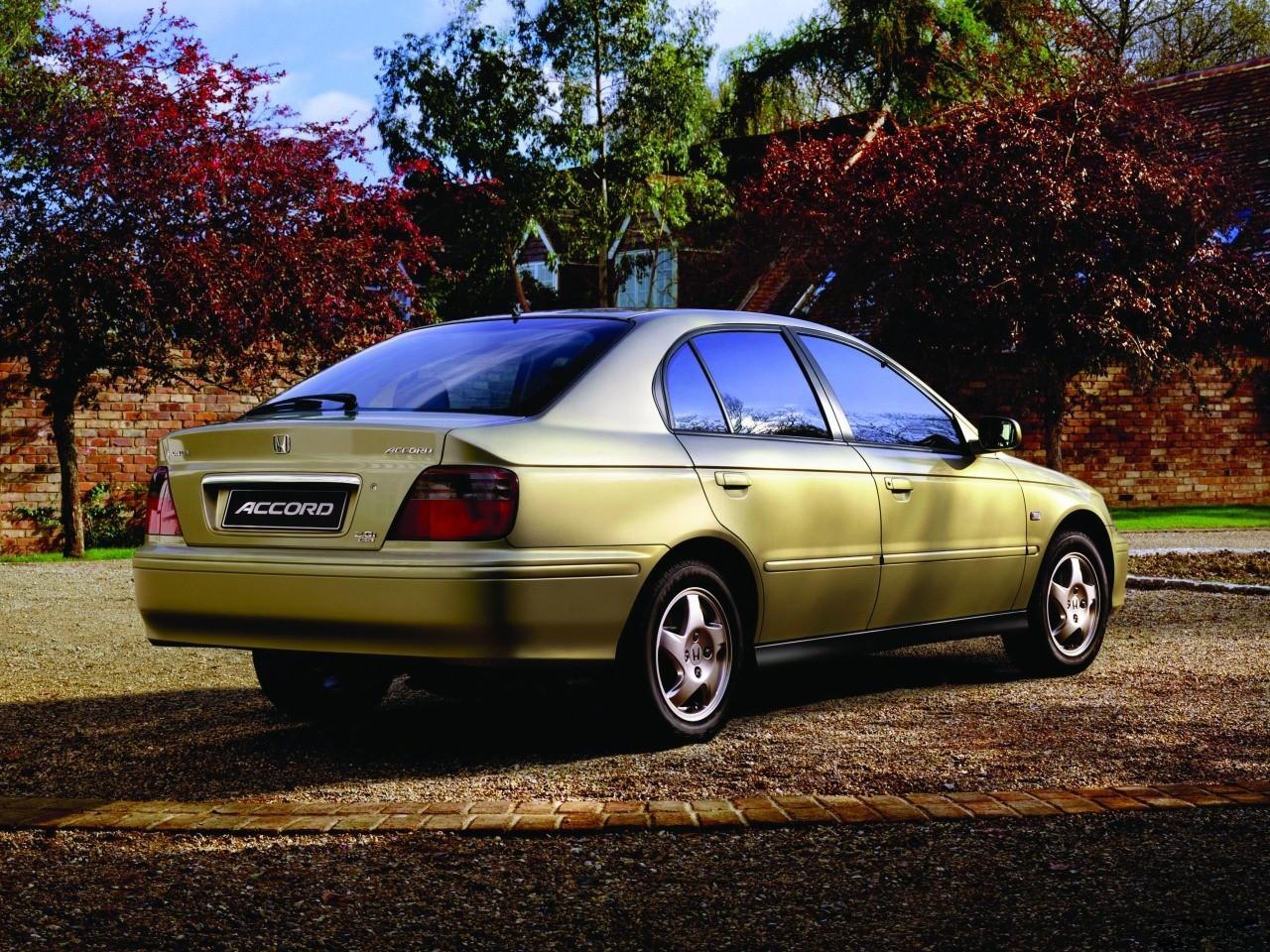 The honda civic type r has always divided opinion. HONDA Accord 4 Doors specs & photos - 1998, 1999, 2000