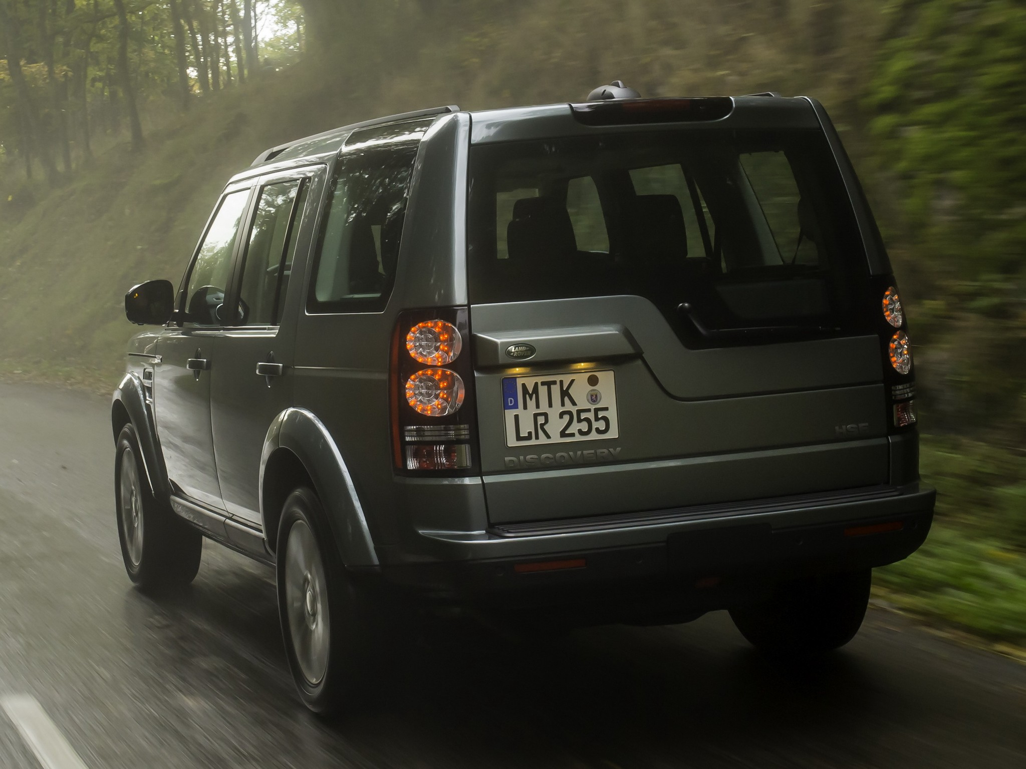 Land Rover Lr4 Vs Discovery