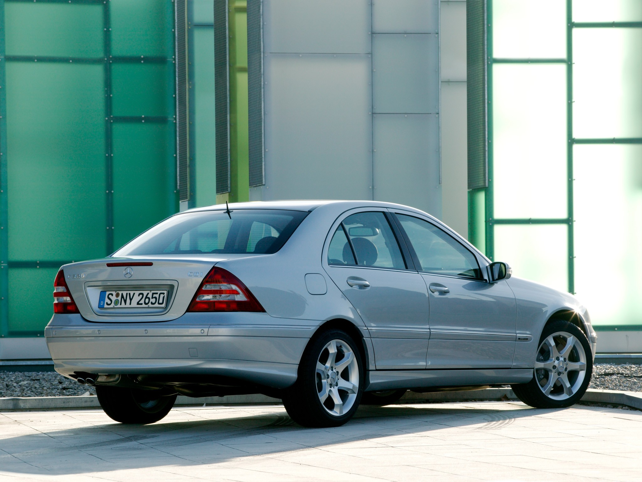 It also helps the engine send power to your transmission. MERCEDES BENZ C-Klasse (W203) specs & photos - 2004, 2005