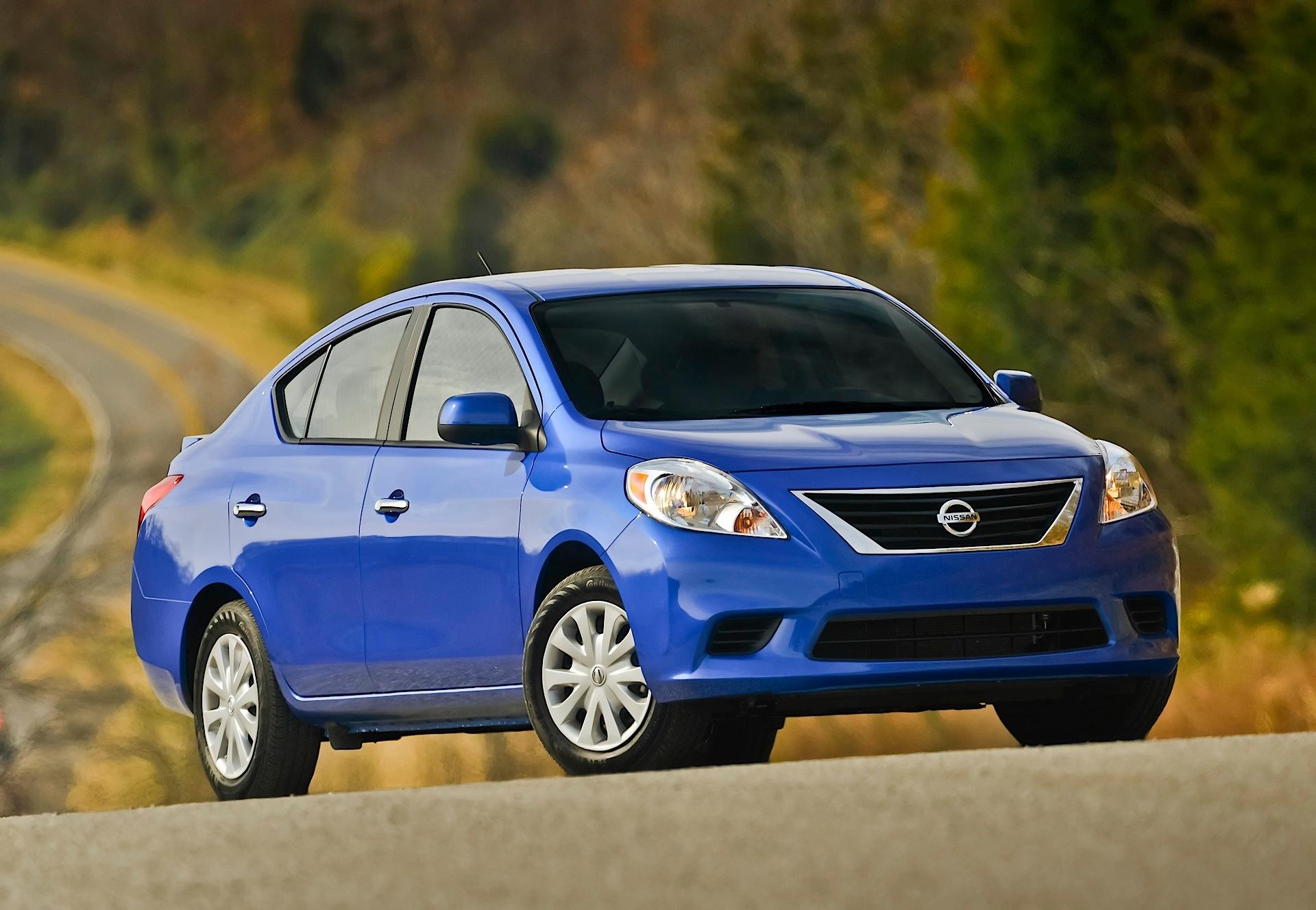 Nissan Tiida Versa Sedan Specs Amp Photos