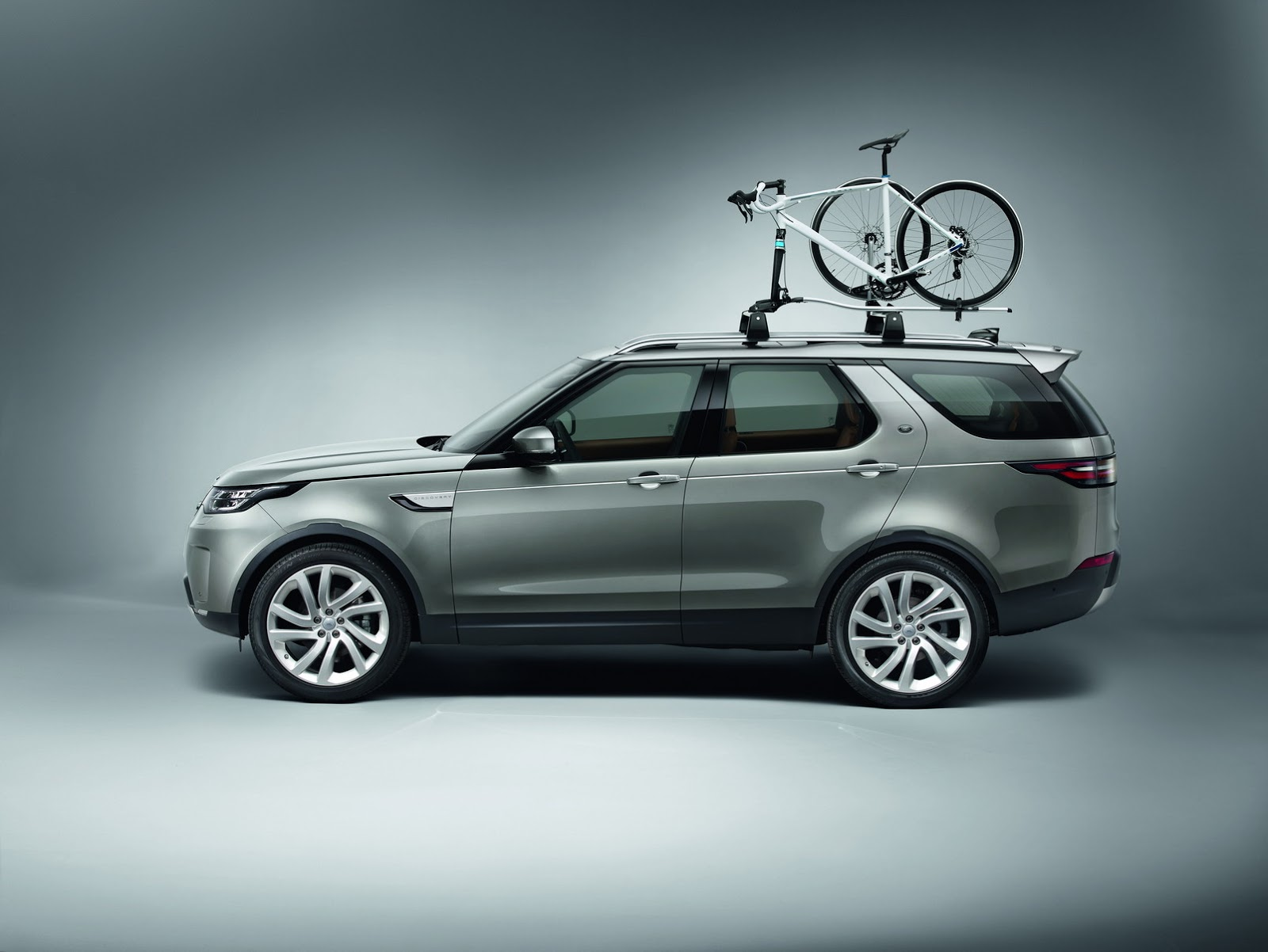 Discovery SVX In ing Land Rover Stands True To Its f Road