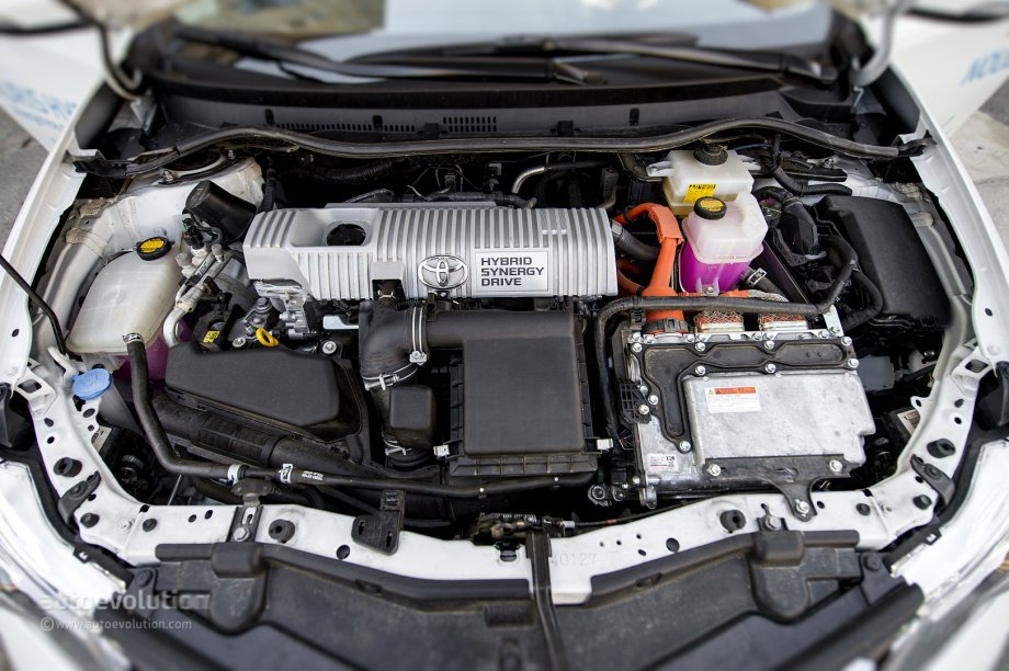 2014 Toyota Auris Hybrid Tested By Autoevolution