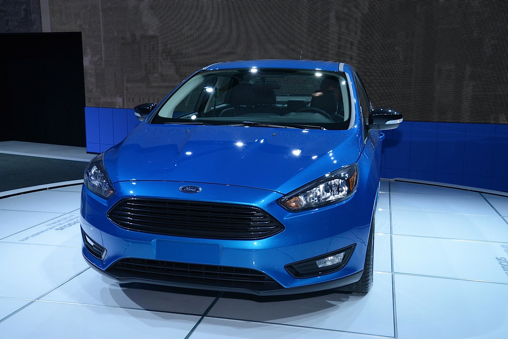 2015 Ford Focus Se Hood
