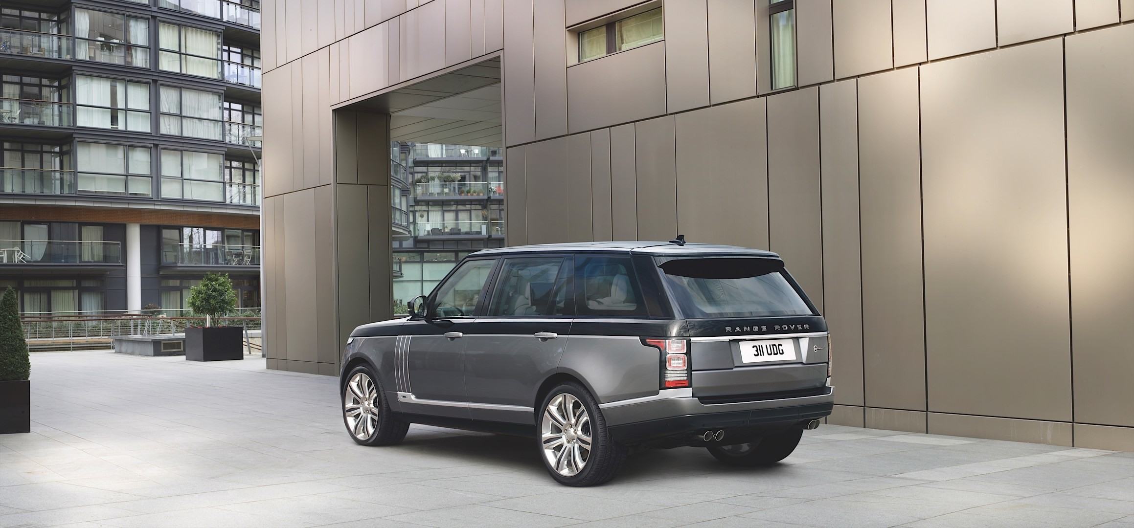 2016 Range Rover SVAutobiography Springs Out Gets $199 495 Price