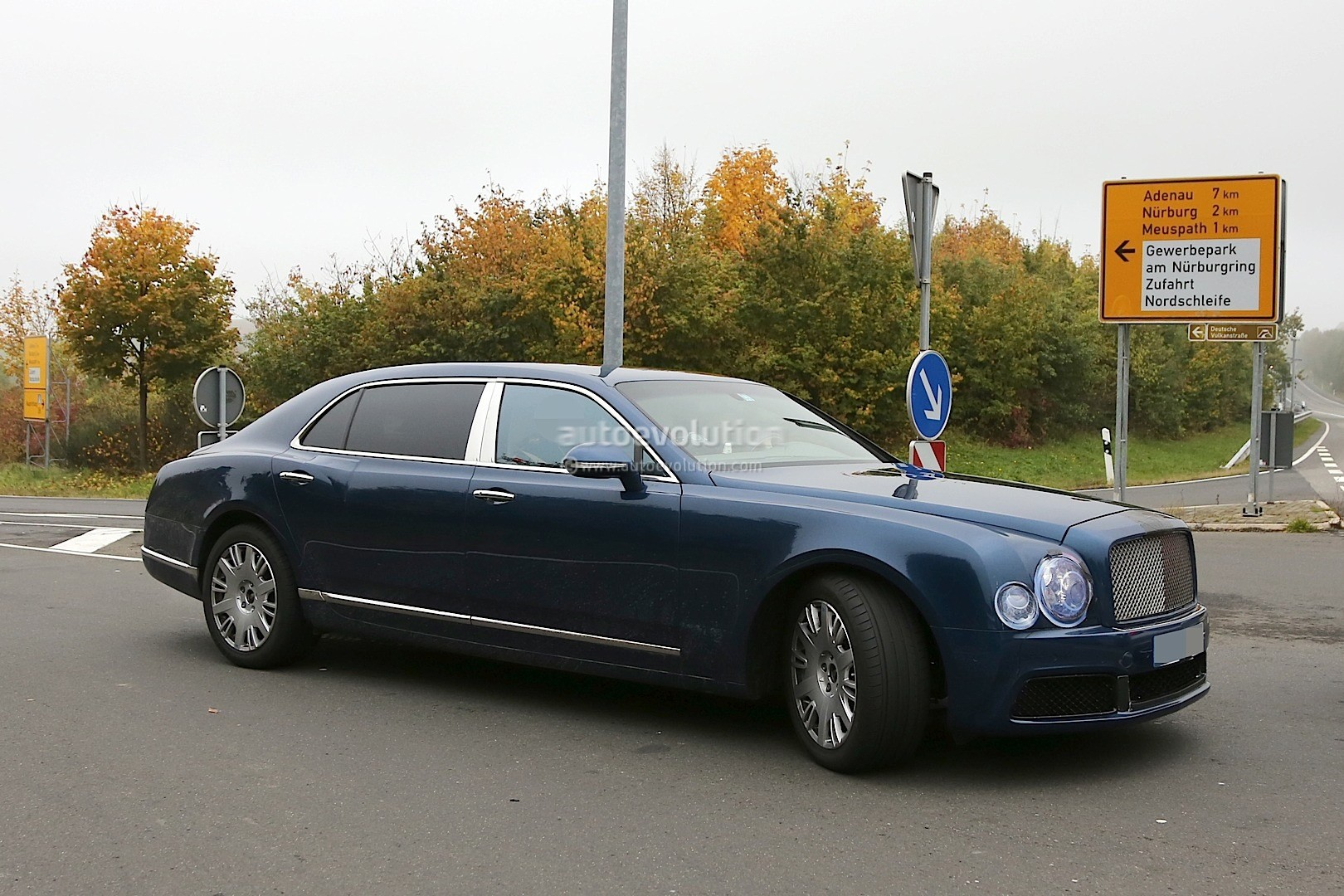 2017 Bentley Mulsanne Spyshots Reveal Long Wheelbase Model