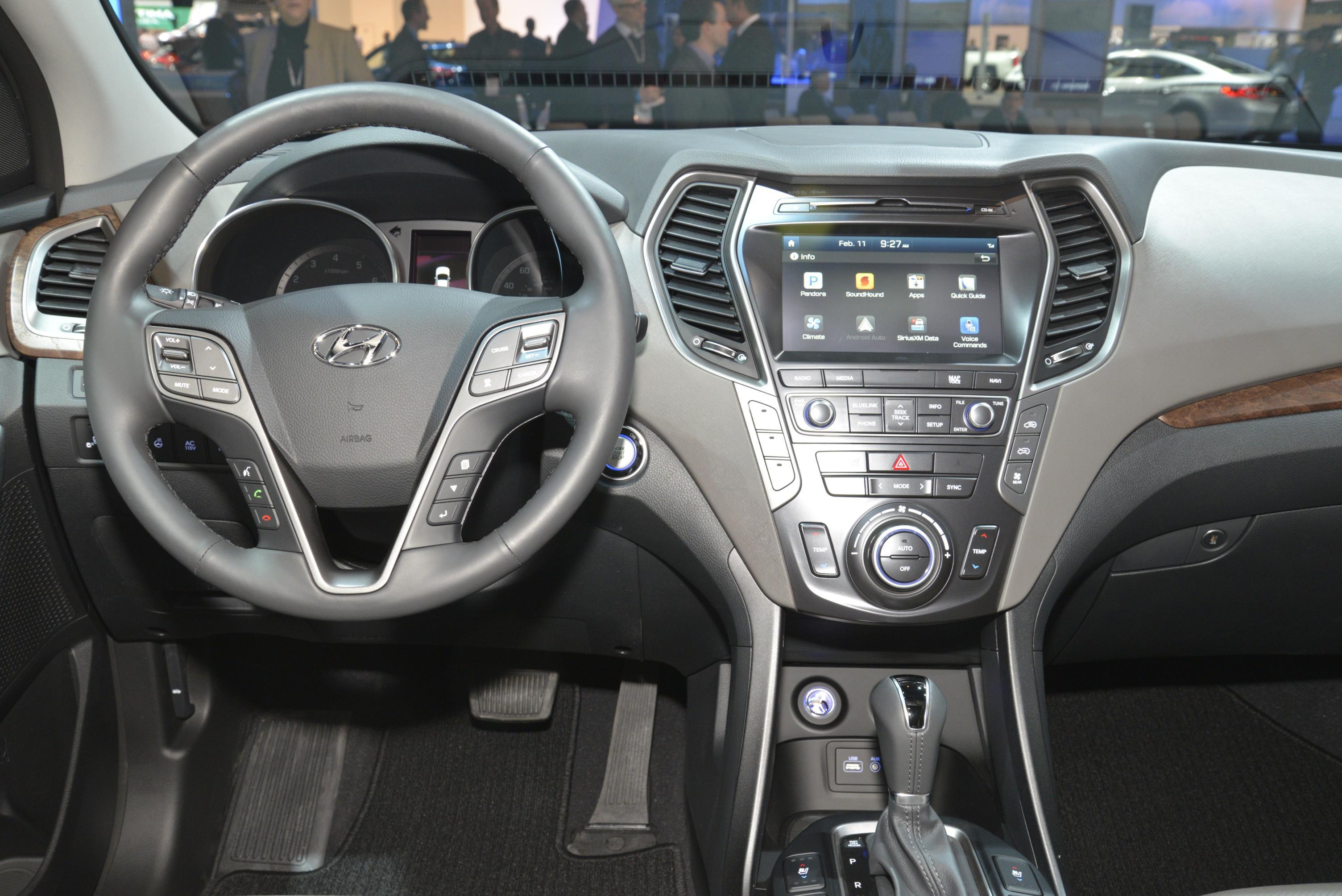 2017 Hyundai Santa Fe Thinks Its Got A Sexy Facelift In