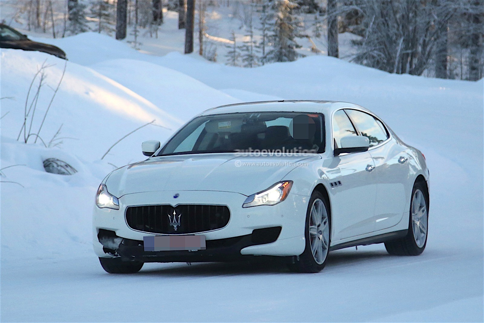 2017 Maserati Quattroporte Facelift Spied With Little