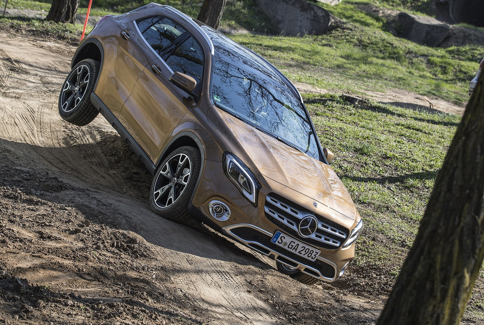 2018 Mercedes Benz GLA Videos Show Canyon Beige And