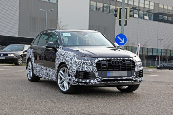 2020 Audi Q7 Facelift Spied, Features Dual-Screen ...