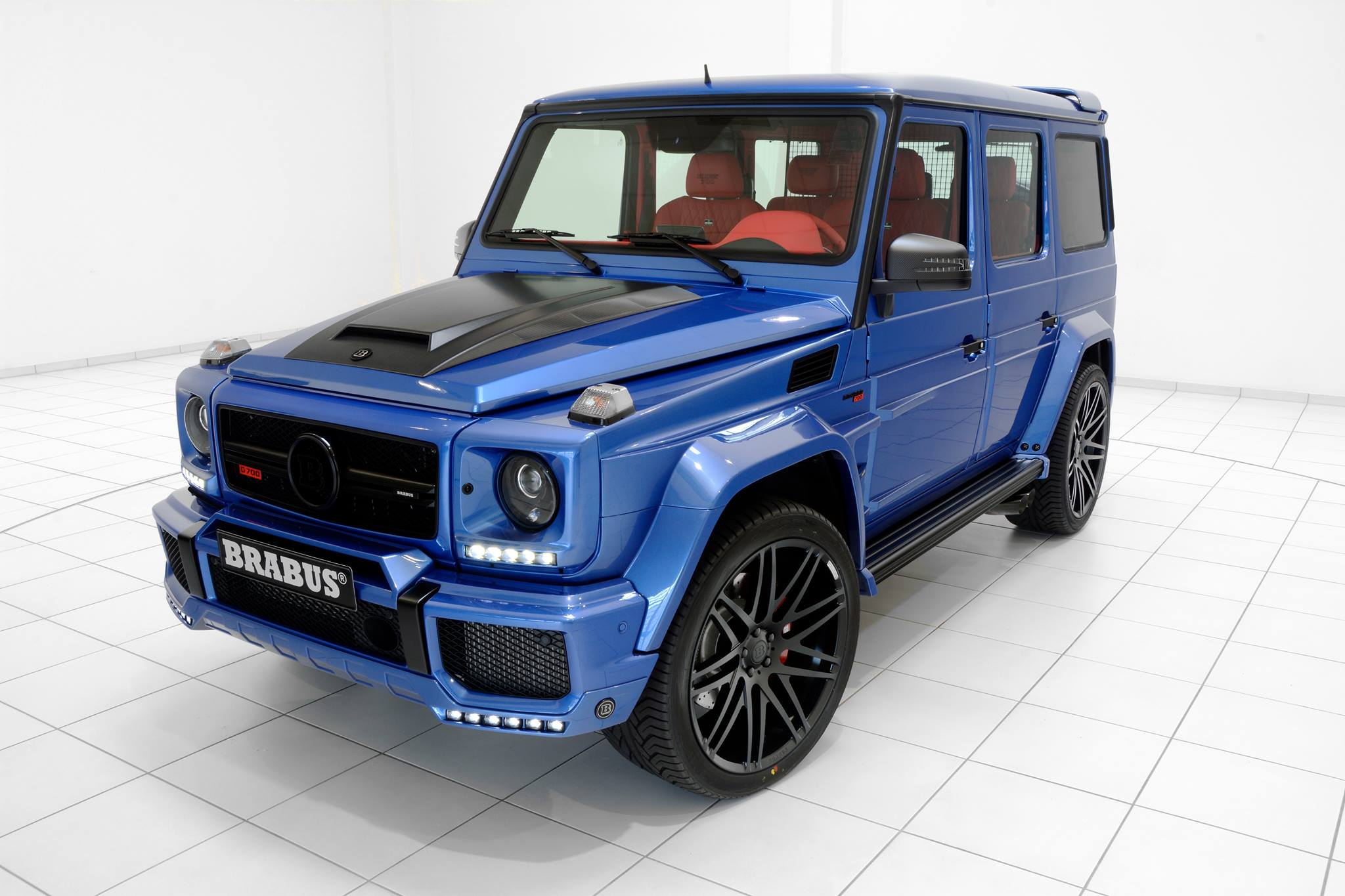 Brabus 700 HP G63 AMG Combines Blue Paint And Red Leather