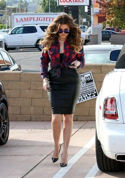 Khloe Kardashian Seen Driving A Rolls Royce Phantom Drophead Autoevolution