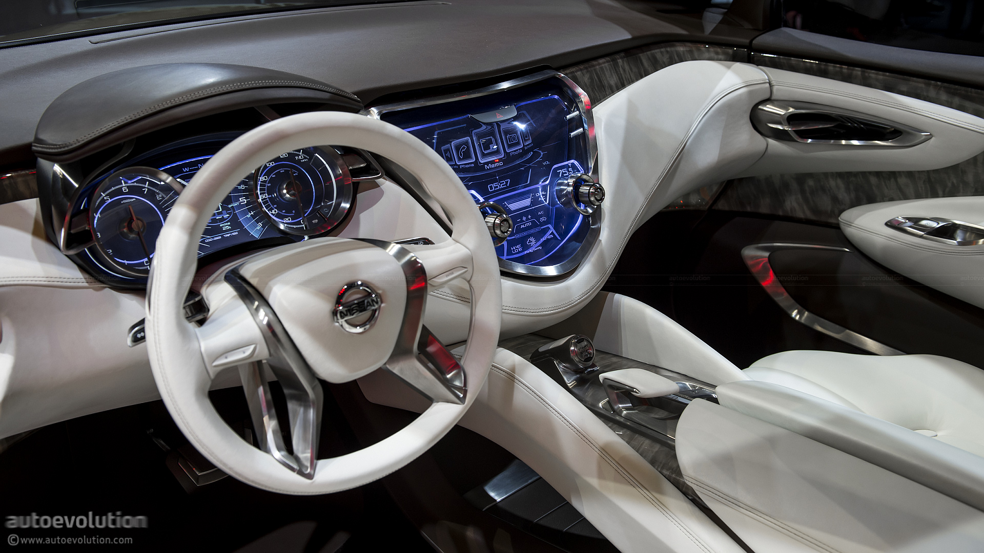 2013 NAIAS Nissan Resonance Crossover Concept Live