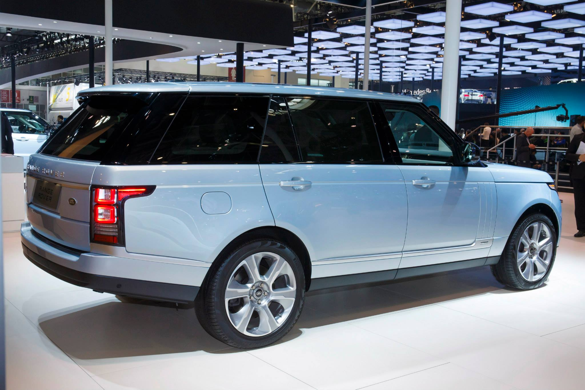 Range Rover Hybrid Long Wheelbase Revealed in China autoevolution