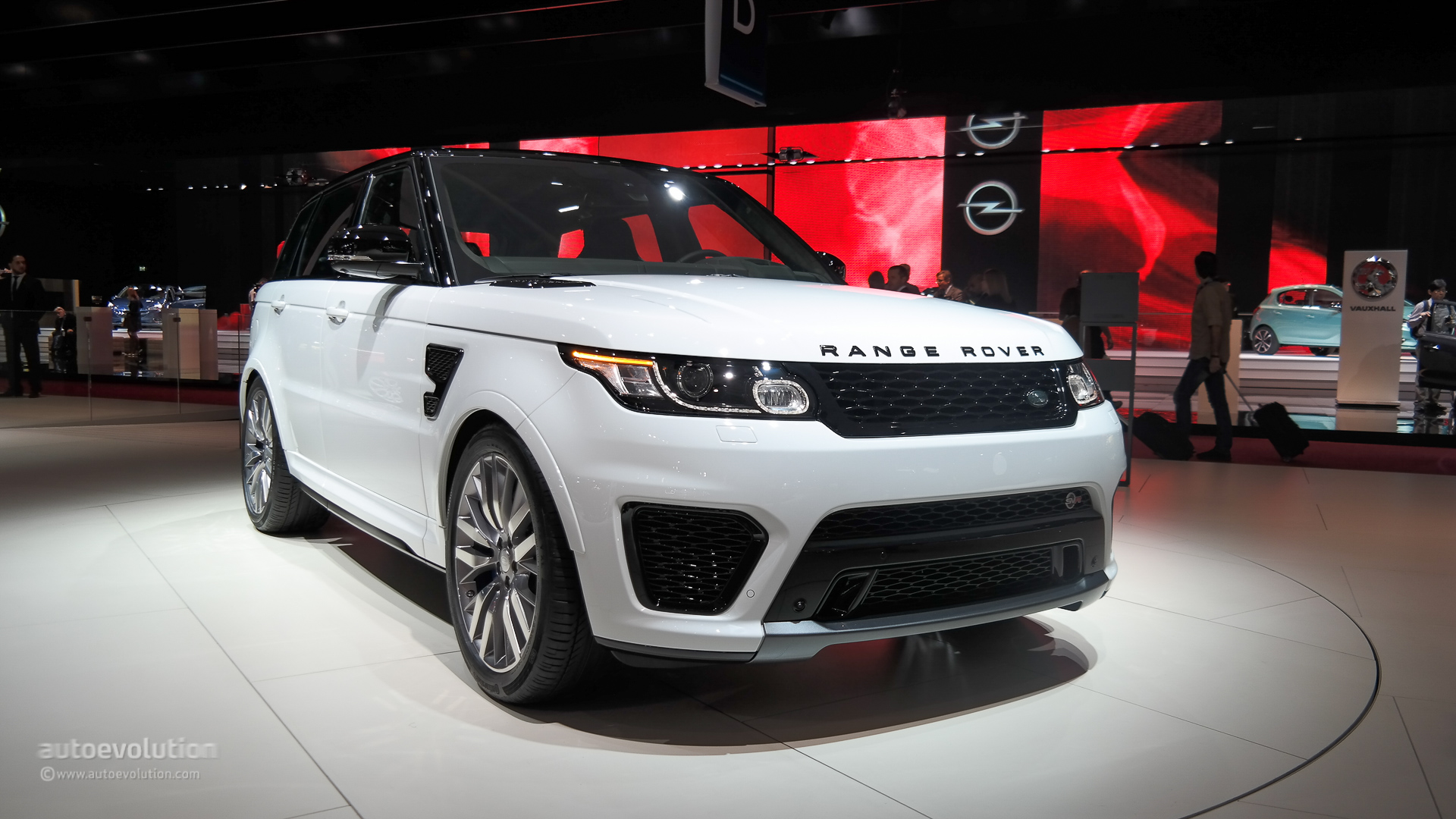 Range Rover Sport SVR Brings Its Supercharged V8 to Paris [Live