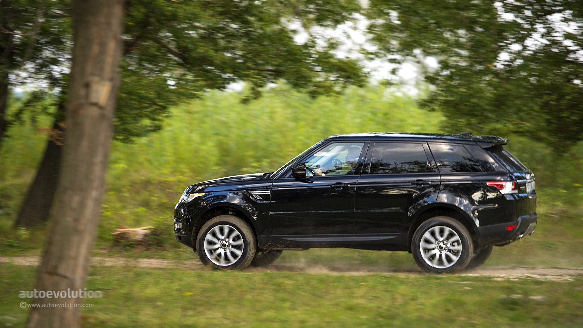 2014 Range Rover Sport Review Page 2 autoevolution