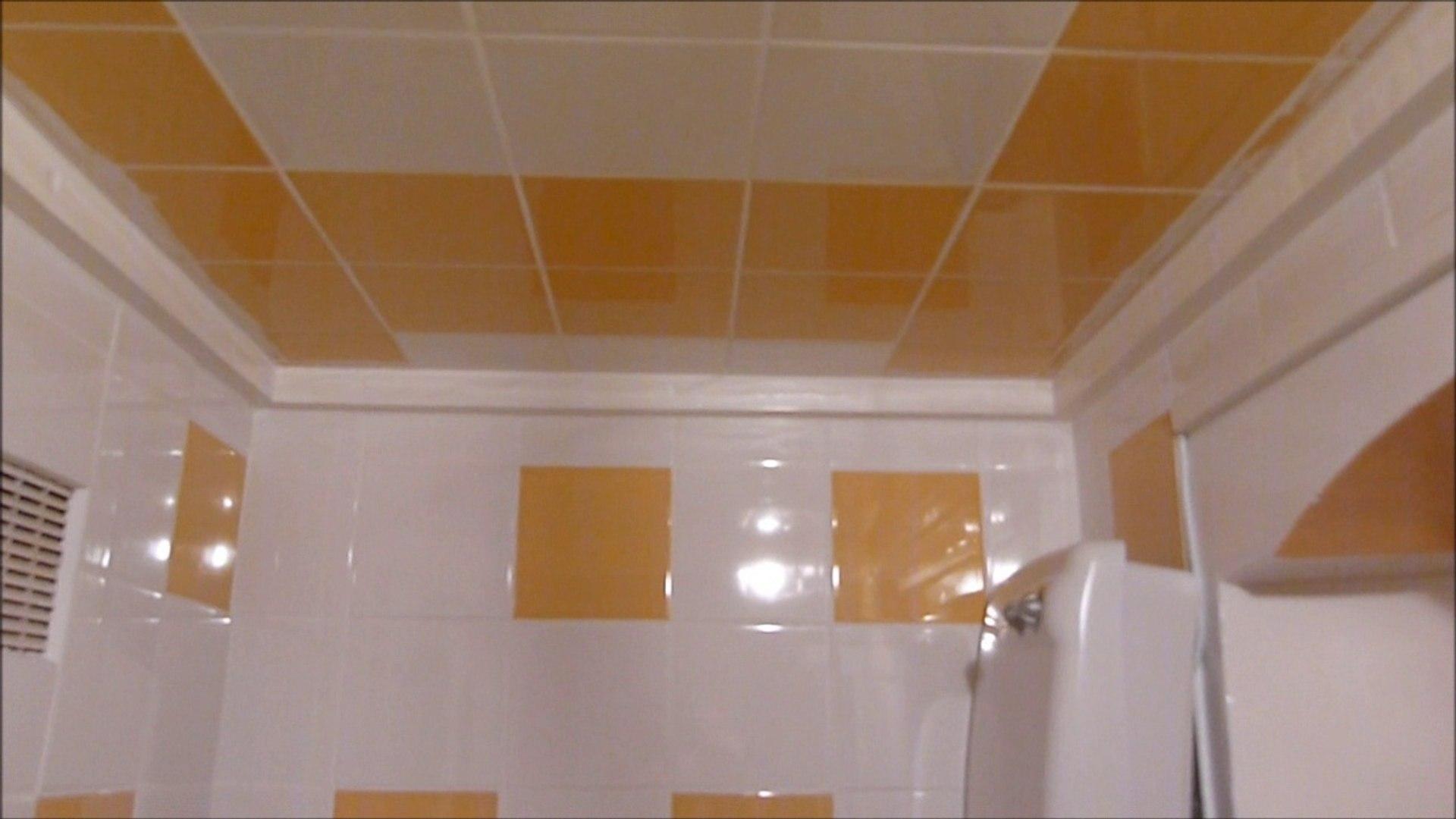 pose de carrelage mural et plafond dans une salle de bain