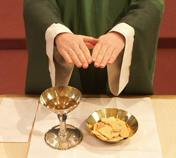 https://i1.wp.com/s1.e-monsite.com/2009/01/06/02/72970815eucharistie-consacree-jpg.jpg
