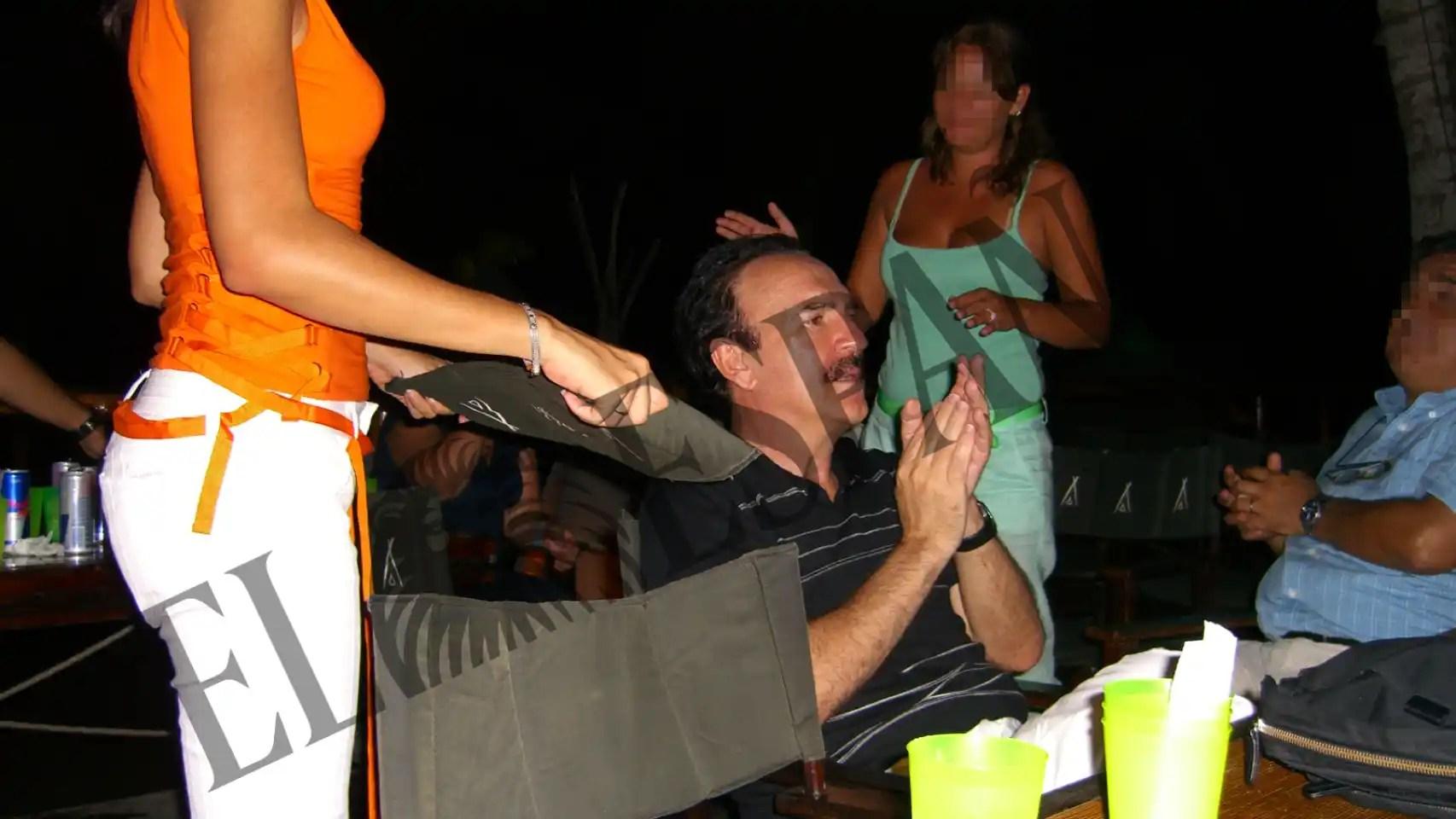 Carlos Llorca durante una fiesta en su casa de Isla Margartira.