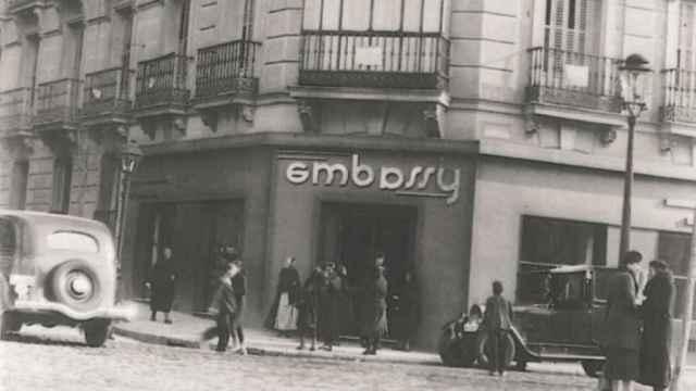 Entrada de Embassy en una imagen tomada durante sus primeros años. / Embassy